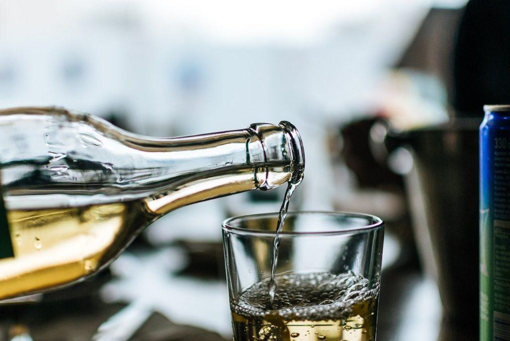 ノンアルコール ゲコノミクス 下戸 ビール 市場 経済効果 3000億円