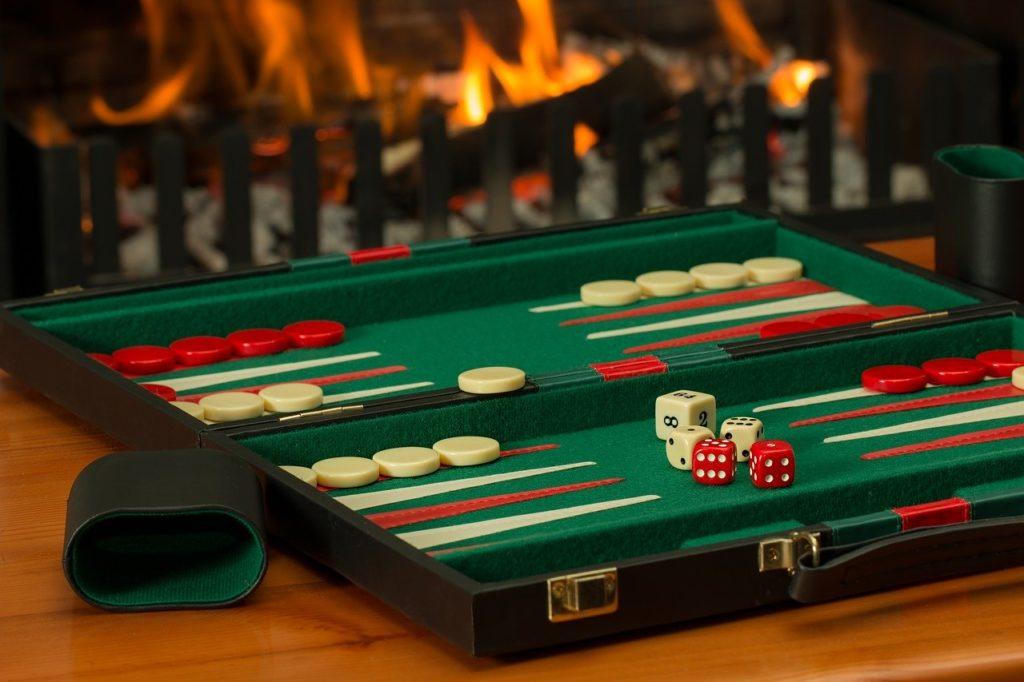 ボードゲーム 競争 ゲーム 相互作用 室内ゲーム   戦略 サイコロ