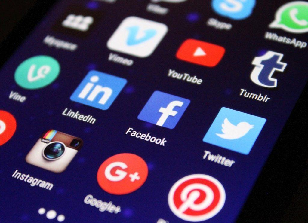 スマホ アプリ アプリケーション Twitter Facebook Instagram Tumblr Youtube